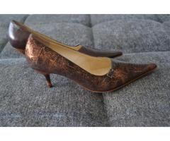 Продаются шикарные женские туфли на изящном каблучке 39-го размера и