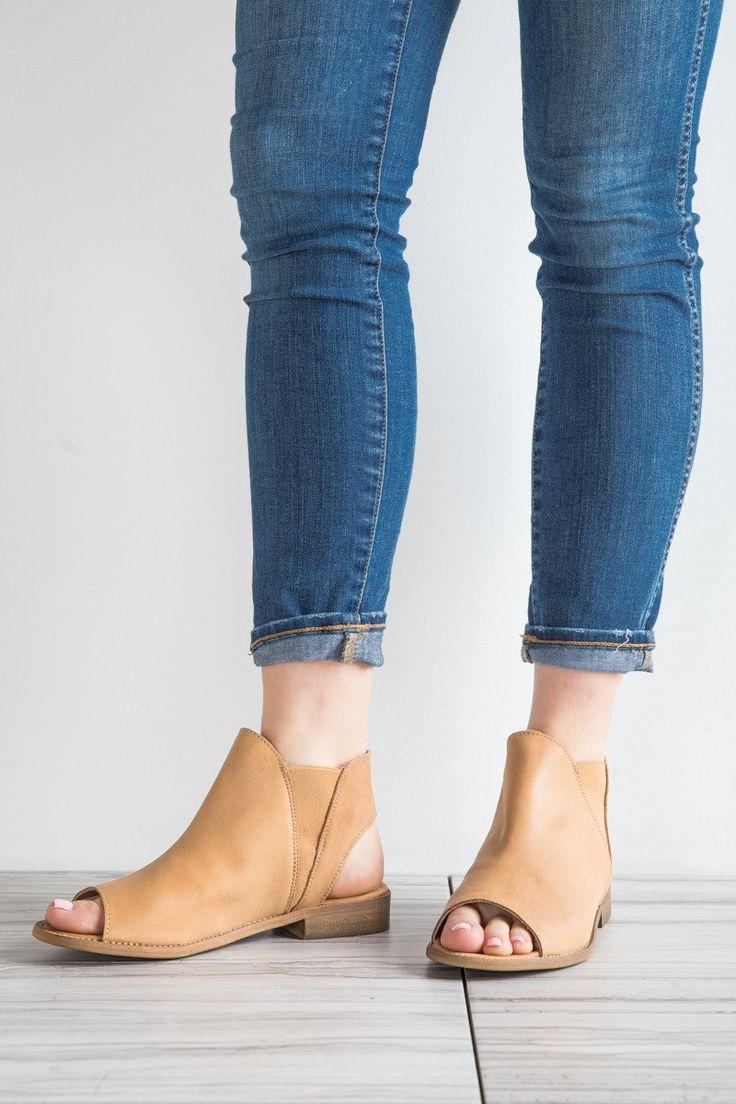 M&C: The Spring Ciara Pull On Sandal in Caramel