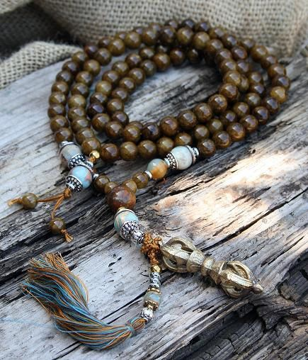 Mala made of 108 Jade gemstones and decorated with Jasper, faceted Agate and a Dorje (Vajra) pendant - Made by look4treasures