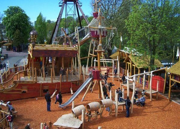 Heerlijk buitenspelen in de speeltuin van Familiepark Drievliet.