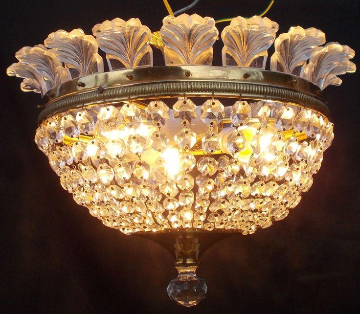 Átmérő 38 cm, magasság 30 cm. 24 karátos aranyozott sárgaréz, öntött valódi ólomkristályok, valódi muranoi üvegdíszek, 3 db normál foglalatú  (E27)izzólámpa. Biztonságos elektromos szerelés. Működő, használható, és tiszta , szobai  esztétikai állapot. Hiánytalan, a kristályok sem csorbák.