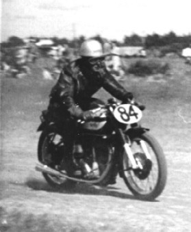1952 Double Overhead Camshaft  Manx Norton I raced mainly at Ballarat airport, Ballarat Victoria Park, Fishermans Bend on New Years Day and throughout the Western District of Victoria.