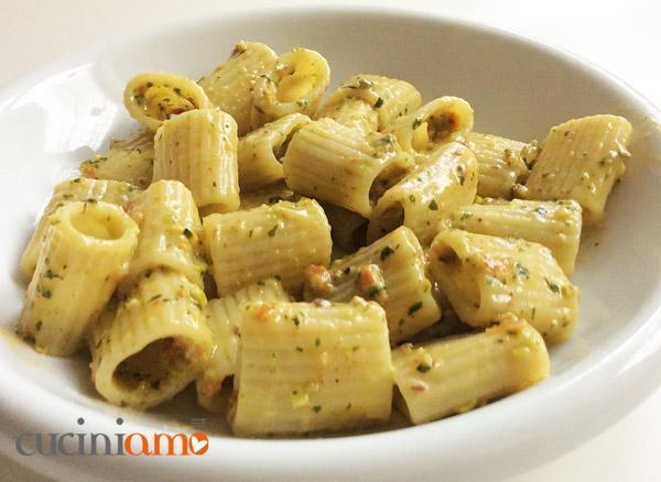 Pasta integrale al pesto siciliano con pistacchi e pomodori secchi | CuciniAmO