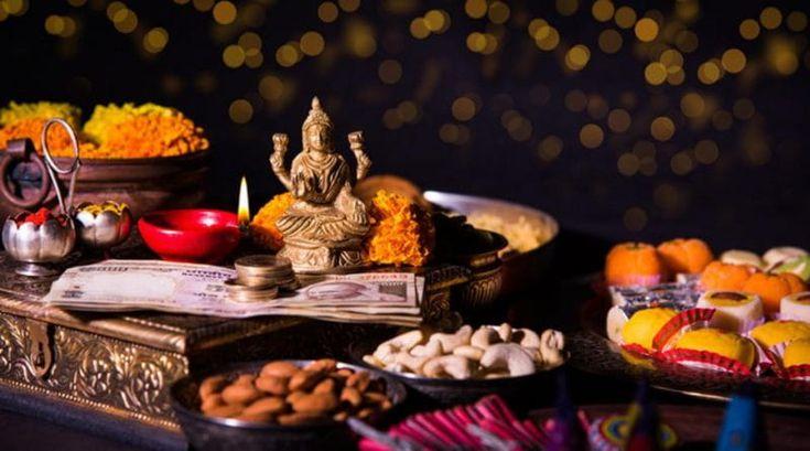 धनतेरस पर धन प्राप्ति के लिए आज़माएं १० चमत्कारी उपाय (Dhanteras 2017: 10 Simple And Easy Ways To Attract Maa Lakshmi)