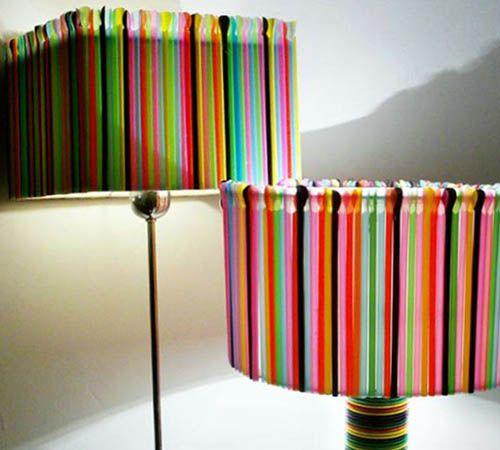 Lámparas con pajitas de colores • Coloured straw chandeliers