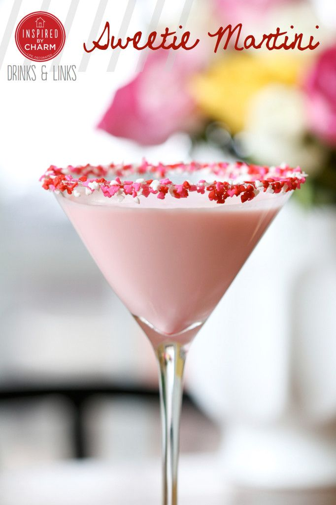 Sweetie Martini - It's a delicious blend of creamy white chocolate, amaretto, and vanilla! Perfect for Valentines' Day.