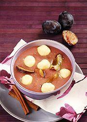 Fahéjas szilvaleves édes daragombóccal - plum soup with cinnamon and sweet dumplings