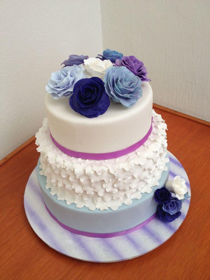 Pastel de fondant con decoraci n y flores en pasta de goma - Decoraciones de pisos ...