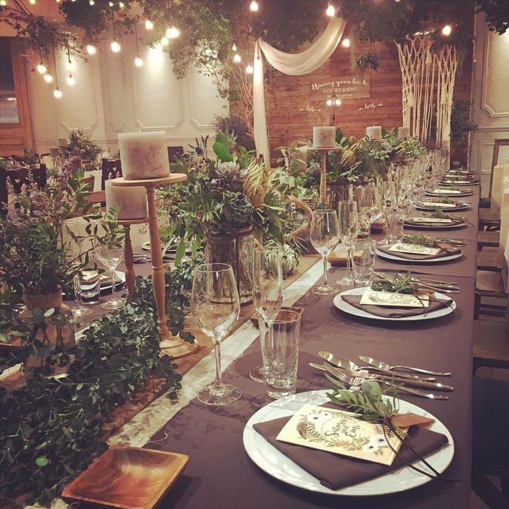 🌿 . ゲストテーブル🌿 . 本当は全部長テーブルが良かったけど人数の関係で長テーブルと丸テーブルを組み合わせました😌 . 多肉や実物、いろいろなグリーン、ライトグレーのキャンドル、、、好きが詰まったテーブル😍🌿🕯 . お皿やクロスの色もとっても迷いましたが😩ダークグレーのクロスと白のシンプルなプレートですっきりまとまって良かったなと思いました🌿💫 . #trunkbyshotogallery #havingyourback #wedding #weddingreport #プレ花嫁 #プレ花嫁卒業 #卒花 #2016冬婚 #bohowedding #natural #green #rustic #winter #披露宴 #ゲストテーブル #ドライフラワー #多肉植物 #サイドテーブル #テーブルコーディネート #会場装花 #装花#1203