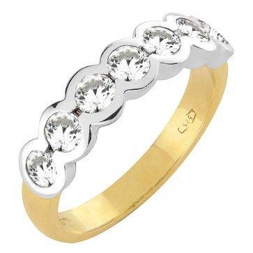 #Vihkisormus - Los Angeles - #MalminKorupaja. #Timanttisormus, #keltakulta, #valkokulta istutus. #Diamond #ring by Malmin Korupaja. #Wedding ring, #yellowgold with #whitegold setting.