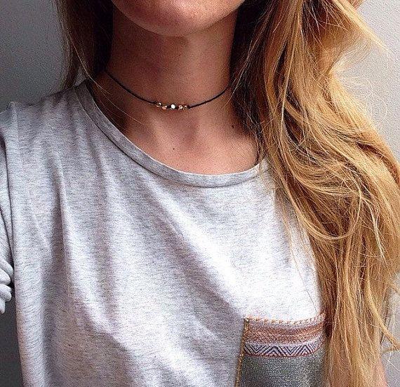 collier ras de cou ficelle noir