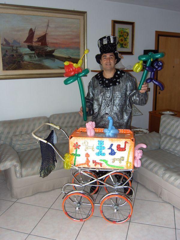 Animazione a feste di compleanno per bambini con magie giocoleria e sculture di palloncini  Volete rendere magico il compleanno di vostro figlio o una festa importante Claudio il Mago dei Palloncini può venire alla vostra festa . La mia attività si sviluppa