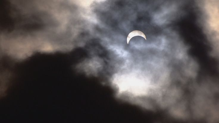 nice An astronomical event: Edmontonians pack park to see solar eclipse - Edmonton Check more at http://sherwoodparkweather.com/an-astronomical-event-edmontonians-pack-park-to-see-solar-eclipse-edmonton/
