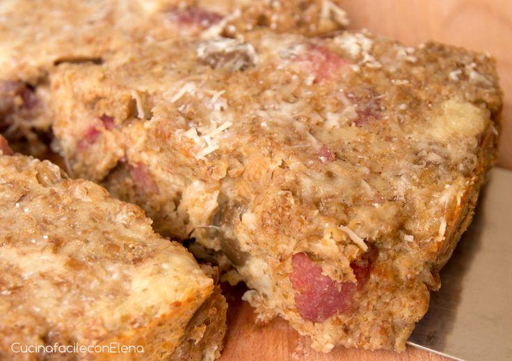 La Torta di pane salata è una ricetta deliziosa e facilissima per utilizzare il pane raffermo e non solo. Il risultato è davvero sorprendente, provatela! :)