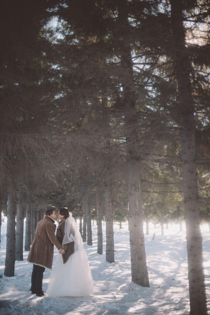 Свадьба зимой. 14 февраля. Любовь. Семья. Невестка. Свадебный образ. Прогулка на природе. Зимний лес. Образ невесты. Свадебный стиль.  Идеи для свадьбы. Свадьбы в лесу.