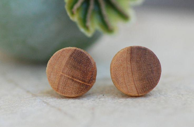 Holzohrstecker aus Kirschlorbeer handgemacht // 8 mm //  Ohrstecker aus Holz // Ohrringe Holz // fake plugs // Unisex von fabolHolzschmuck auf Etsy
