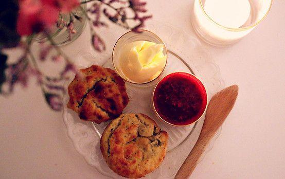 5 nyttiga frukostar som kickar igång morgonen: Bananscones <3  Recept: http://nyheter24.se/modette/mode/787596-5-nyttiga-frukostar-som-kickar-igang-morgonen  Healthy breakfast: banana scones!