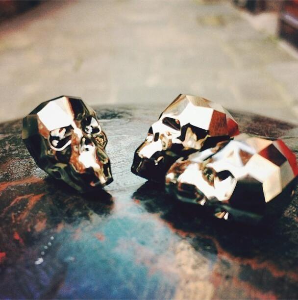 NEW! 19mm Swarovski skulls, Light Metallic Gold x2 - will sell FAST! #swarovski #skull #beads http://www.beadworks.co.uk/Catalogue/SWAROVSKI-ELEMENTS/Swarovski-Assorted-Shapes/Swarovski-Skull-Bead-19mm… pic.twitter.com/LQRiZw46tw