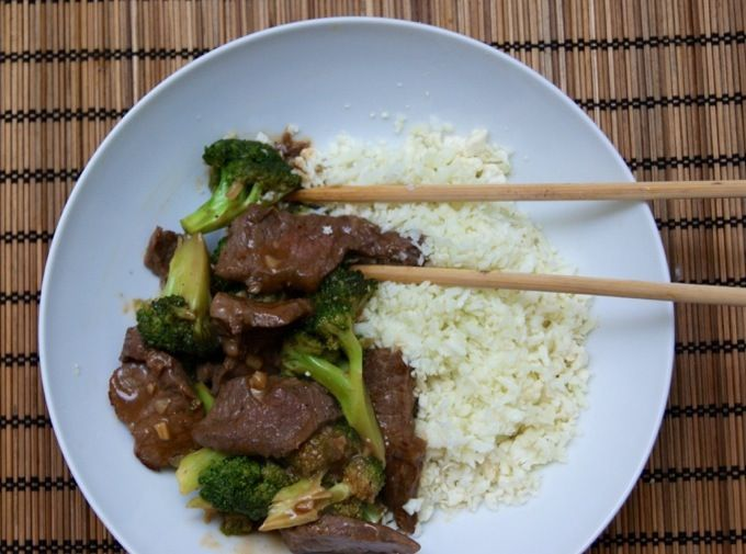 No Carb Dinner Ideas No Carb Dinner Meals: Grain-free Sausage, Goat Cheese Arugula Stuffed Peppers, Bacon-cheddar Cauliflower Chowder, Taco lettuce wraps ☺ #carbswitch carbswitch.com Please Repin -- Goat Cheese Arugula Stuffed Peppers -- Beef w/ Broccoli and Cauliflower Rice