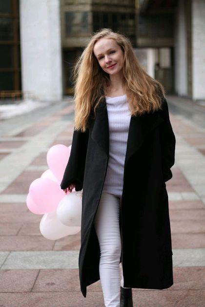Купить или заказать Пальто-халат в интернет-магазине на Ярмарке Мастеров. Удобное, модное и теплое пальто-халат из шерсти на подкладе из итальянской вискозы с карманами в боковых швах. Роль застежки выполняет пояс. Длина пальто 112 см. Возможны другие расцветки ткани.