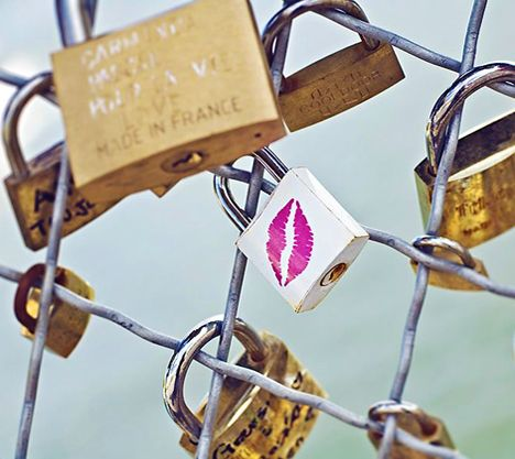 Love Lock Bridge in Paris - the Pont des Arts <3 <3 <3