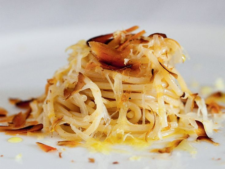 Spaghetti olio, limone, bottarga e ragusano