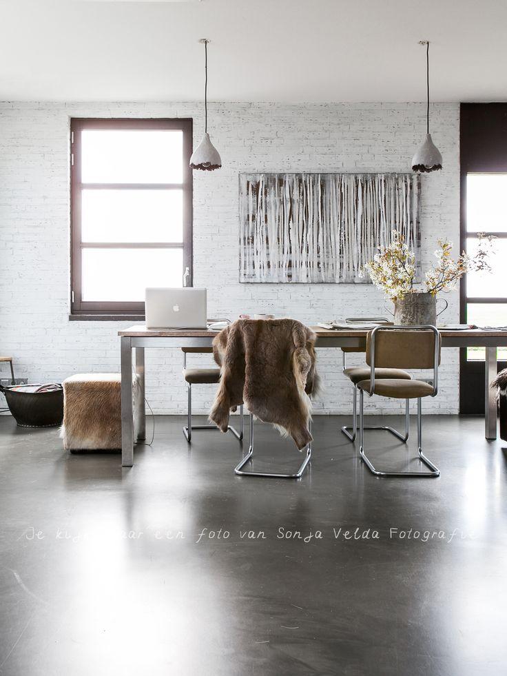 https://i.pinimg.com/736x/7f/73/9a/7f739adf9a63813f513ca8680591a660--interior-photography-interior-styling.jpg
