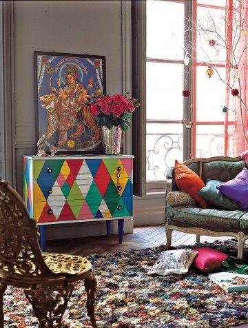 Une commode peinte fa on arlequin un furniture and style for Mobilia uno furniture