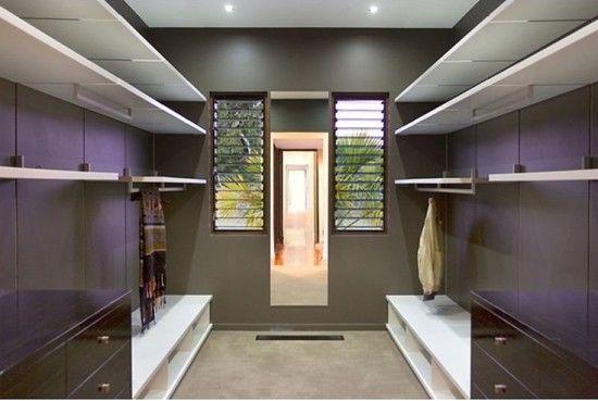 Гардероб: шкаф или комната