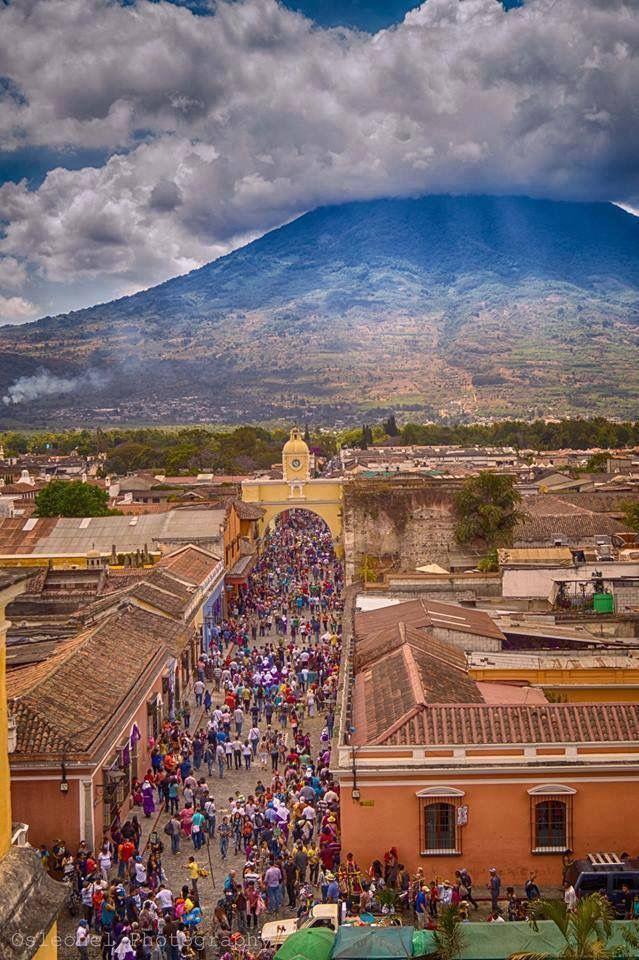 Para esta Semana Santa 2017 no olvides visitar la Antigua Guatemala para disfrute nuestras tradiciones únicas en el mundo, apreciar las coloridas alfombras de aserrín y ver el paso de las procesiones