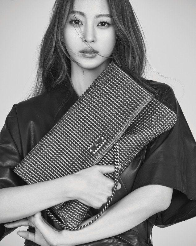 Han Ye Seul's beauty gets captured in B&W for 'DECKE' | http://www.allkpop.com/article/2016/02/han-ye-seuls-beauty-gets-captured-in-bw-for-decke