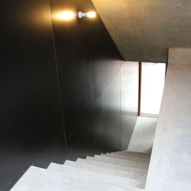 Concrete stairs, concrete details, concrete floor, concrete roof, black walls, formply, architectural details, Builder, NSW, Sydney, Northern Beaches, Avalon, askerrobertson design and construction
