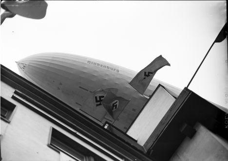 Berlin Olympiade 1936 Luftschiff Hindenburg ueber Amerikahaus