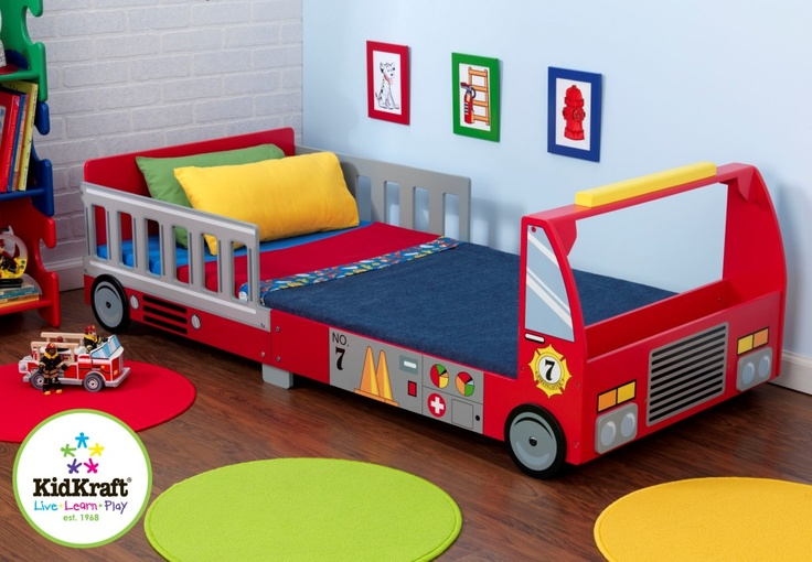 MiPetiteLife.es - Cama Camión de Bomberos.  A los jovencitos les encantará dormir en la camita para niño estilo camión de bomberos. Se despertarán bien descansados... ¡y listos para una nueva aventura!  Marca: KidKraft  www.MiPetiteLife.es