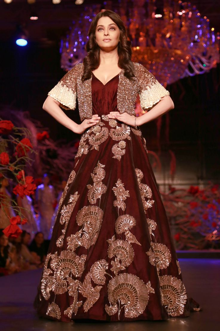 """Designer Manish Malhotra unveiled his newest limited edition collection titled """"The Empress Story"""" at the Amazon India Couture Week (AICW) 2015"""