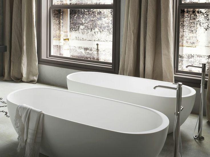 Vasca da bagno centro stanza ovale in Korakril™ Collezione Hole by Rexa Design | design Susanna Mandelli