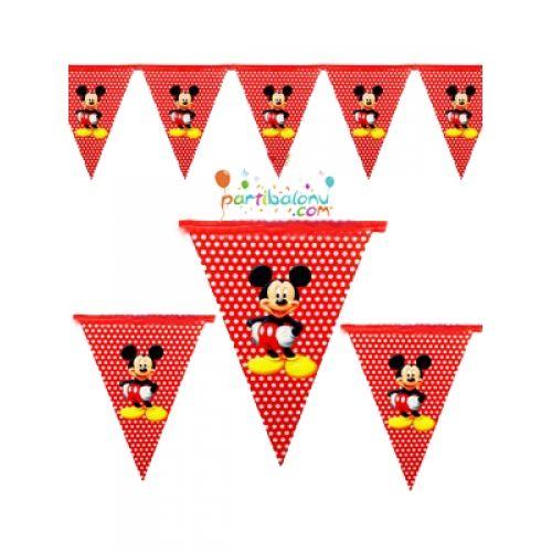 Mickey Mouse FlamaMickey Mouse Flama Ürün ÖzellikleriÜrün Paketinde açıldığında 10 Adet Mickey Mouse Bayrak bulunur.Kağıt Mickey Mouse Flama Kaliteli baskı ve parlak renklidir.Mickey Mouse temalı flamaların boyutu 2.3 m uzunluğunda olup, birbirine bağlı şekilde gönderilir.Doğum Günü Partilerinde per