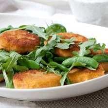 Fiskbiffar med myntayoghurt och ris - Recept - Tasteline.com