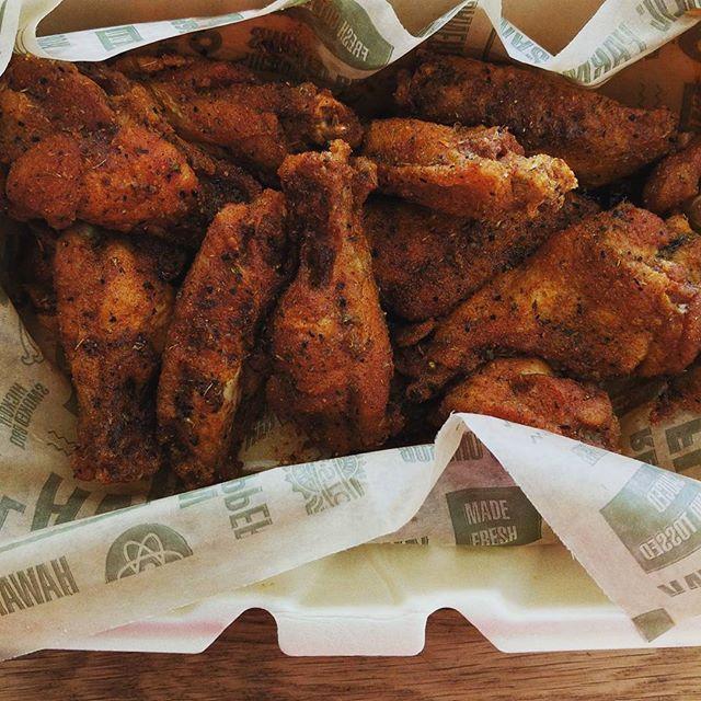 Louisiana rub waaaaaaangs from @wingstop #keto #ketosis #ketogenic #ketogenicdiet #ketodiet #ketogains #ketofam #lowcarb #lowcarbhighfat #lchf #eatfatlosefat #diet #weightloss #iifym #iifymgirls #foodblogger #atkins #paleo #primal