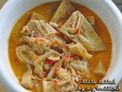 menu murah meriah kalau lagi mau berhemat, nasi dengan sayur nangka dan semur tahu telur terus pakai kerupuk.. sebenarnya menu Indone...