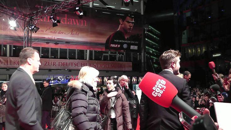 """Robert Pattinson gibt Interviews - """"Breaking Dawn"""" Berlin Premiere 18.11..."""
