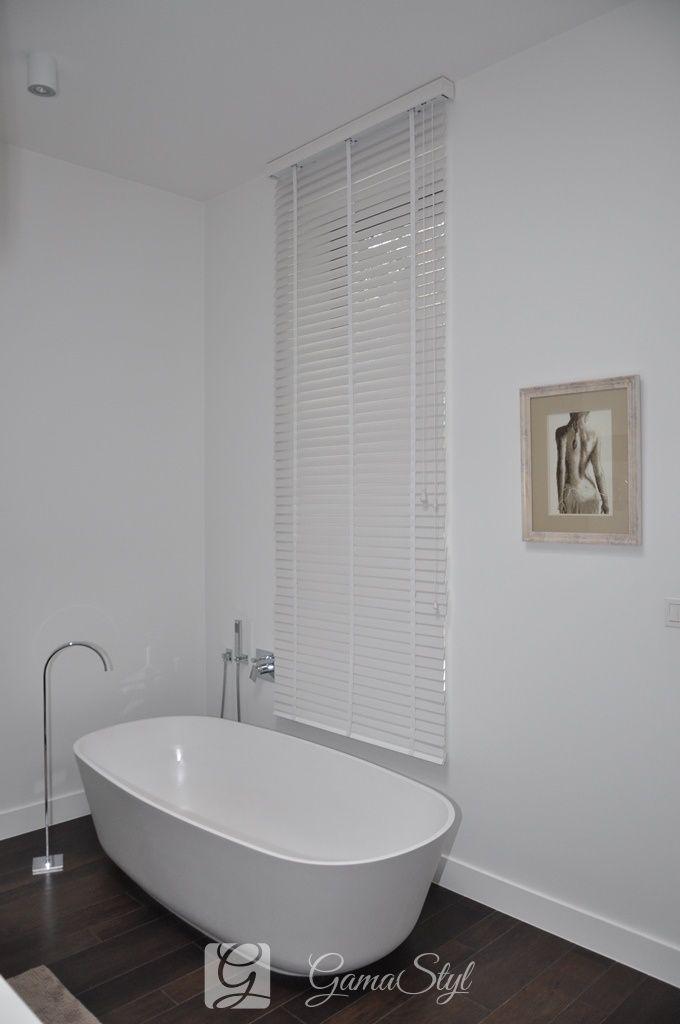 żaluzja drewniana kolor biały, pokój kąpielowy http://www.gamastyl.pl/oferta/zaluzje-drewniane