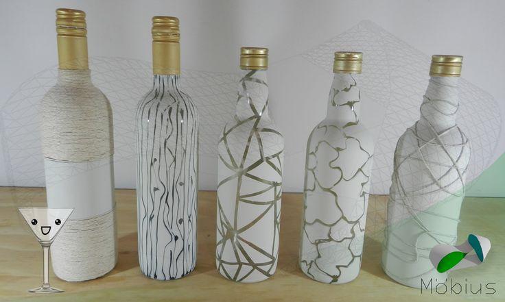 5 ideas para decorar unas botellas de vino recicladas. - Materiales: Modelo 1: Cola Blanca Pabilo Pincel Tijera Pintura Mate en Aerosol Modelo 2: Cola Blanca...