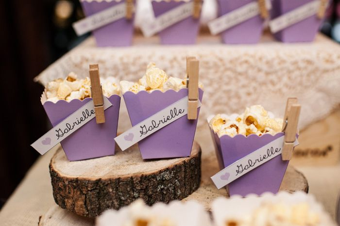 Popcorn. Too cute. For more decor and ideas visit http://destinos-blog.com