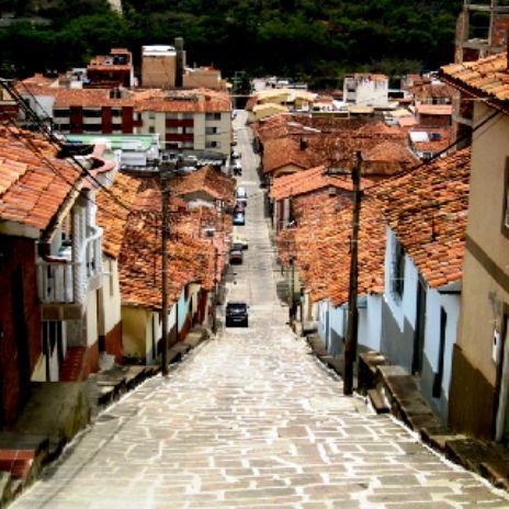 Colombia - Las empinadas calles de San Gil, Santander.