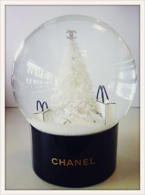 vogueparislive:  La boule à neige la plus chic de l'hiver. Signée Chanel.
