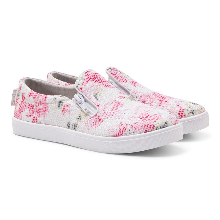 Treat yourgirly's precious feet to the dazzling pink lawn floral pumps by Step2wo and you're sure to make happy this season. This