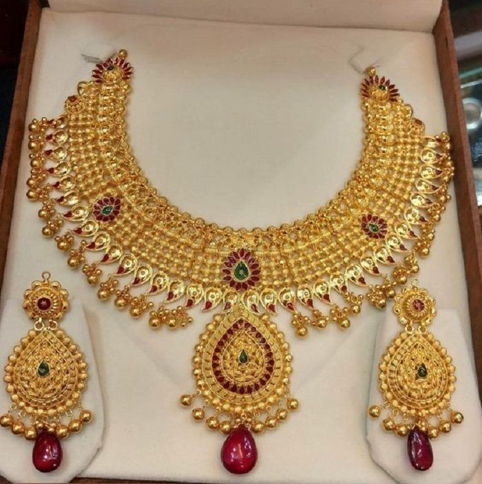 Stunning Bridal Gold Necklace Designs For The Swoon Worthy Brides Of 2020 In 2020 Gold Necklace Designs Gold Bride Jewelry Bridal Gold Jewellery Designs