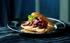 Focacciabrød med krondyr og kirsebærrelish Familiens ynglings sandwich - når det skal være ekstra lækkert.