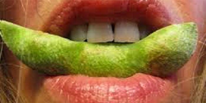 Inmiddels weet iedereen wel dat bijna alle soja genetisch gemodificeerd is. Maar soja hoort niet bij gezonde voeding, en dit is niet alleen om de gmo-factor. Wat minder bekend is